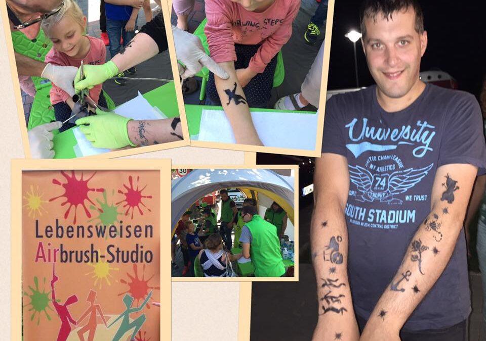 Tattoo-Station auf dem Schortenser Oktoberfest
